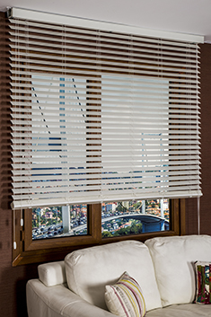 Kirli Beyaz Truwood 50mm Düz Ahşap Görünümlü Jaluzi Perde