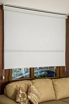 İkili Perde (Ön Beyaz Kır Çiçekleri Desenli Pizzo Stor Perde Arka Beyaz Neo Classic Stor Perde)