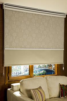 İkili Perde (Ön Beyaz Kır Çiçekleri Desenli Pizzo Stor Perde Arka Kum Beji Neo Classic Blackout Stor Perde)