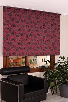 Kırmızı Üzerine Siyah Çiçek Desenli Mucize Serisi Stor Perde -